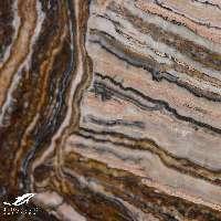 marmoles y granitos con vetas rosas marrones y negras