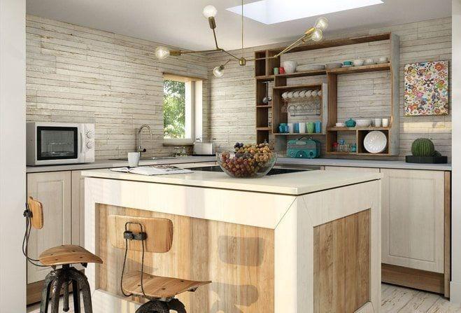 ceramica de madera de tonos cremas claros en la pared de la cocina