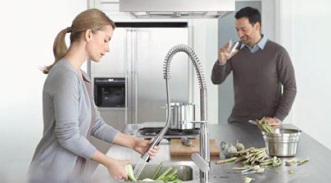 Mercasur estepona presentamos el nuevo dise o de grifo for Grifo cocina pared 11 cm