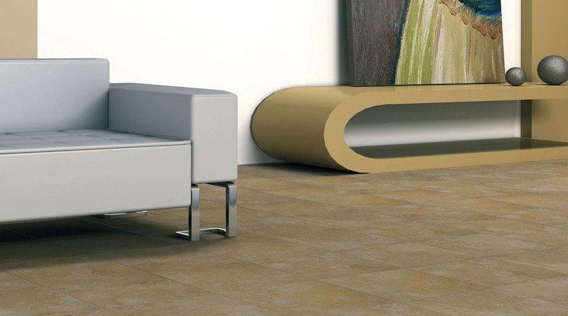 salón con sofa de estilo moderno cuadrado y mesa ovalada con un cuadro encima