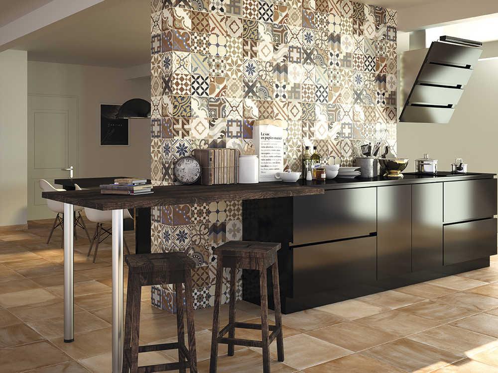 Mercasur estepona noticias for Paredes con azulejo