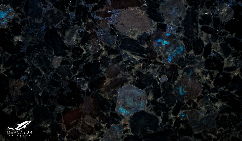 Mercasur estepona piedra natural granito mercasur for Colores de piedras de granito natural
