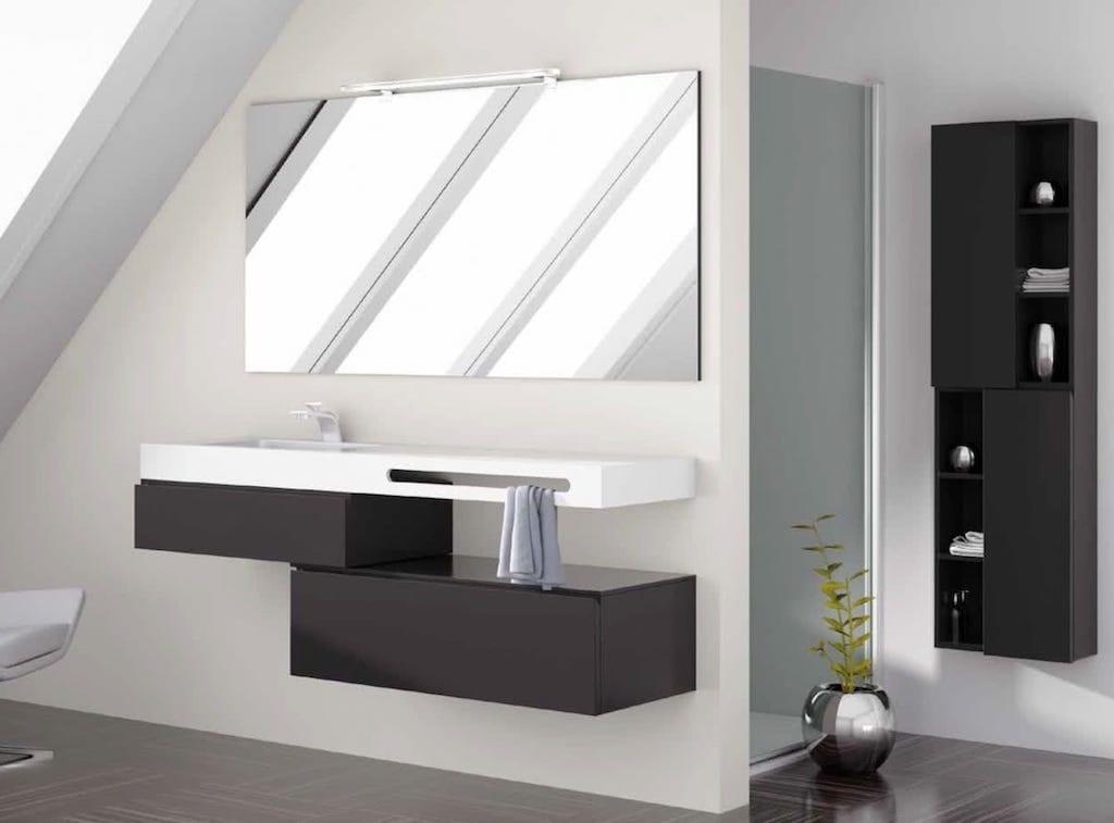 mueble de baño auxiliar de dos modulos marrón con lavabo blanco, espejo y mueble marrón auxiliar
